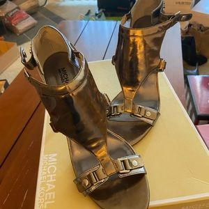 BNNW METALIC MICHAEL KORS SANDALS